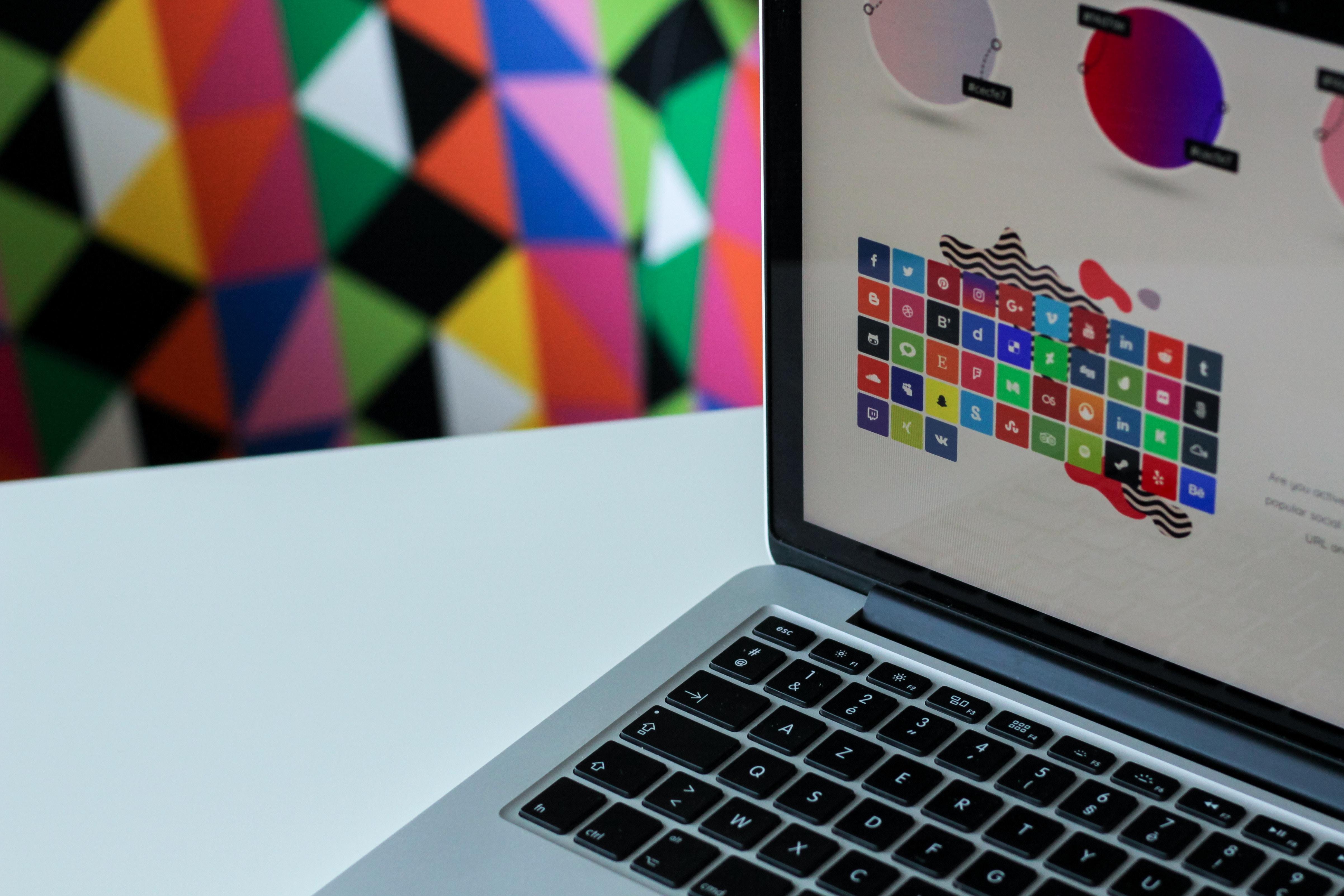 Photo by NordWood Themes on Unsplash - 3 conseils pour renforcer votre identité professionnelle et améliorer votre communication